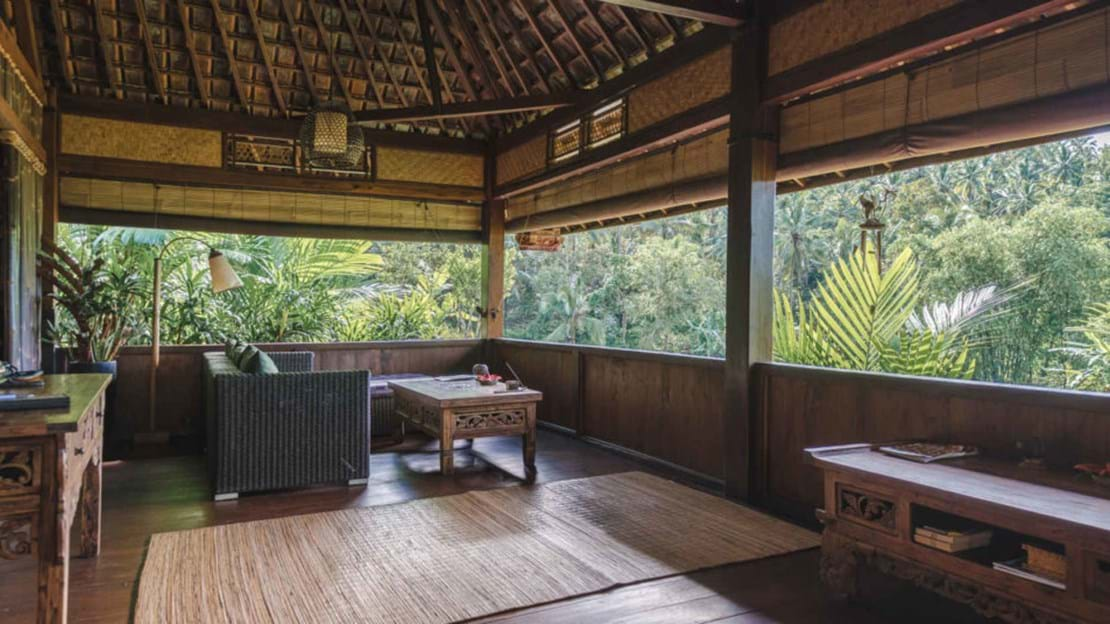 Rice-Water-Bungalow-Bali-Living-area-Bali-Eco-Stay-1024x536.jpg