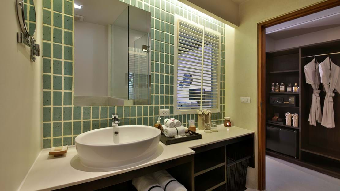 Buri Rasa Village Phangan - Deluxe- Bathroom 1.jpg