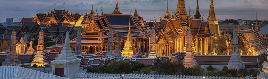 Wat Phra Kaew, Temple of the Emerald Buddha,Grand palace at twilight in Bangkok, Thailand.jpg